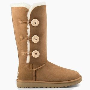 UGG BAILEY BUTTON TRIPLET II BOOT size 8